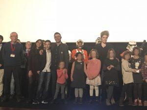 foto de familia del jurado y premiados durane la entrega de premios del VII Certamen Internacional de Escolares
